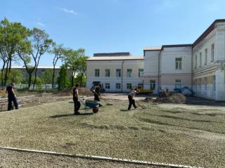 Фото: adm-ussuriisk.ru | Универсальная спортивная площадка появится на территории одной из школ Уссурийска
