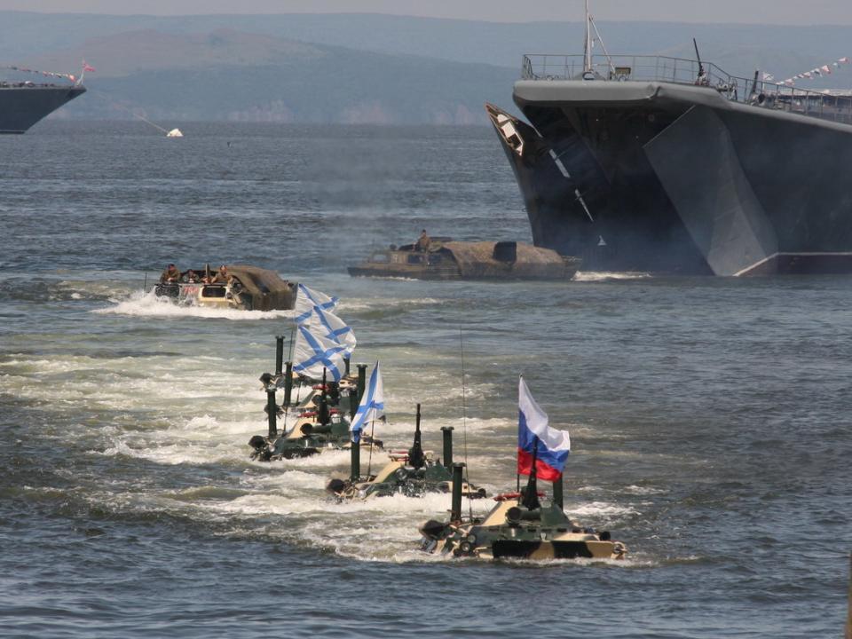 Приморские законодатели поздравили Тихоокеанский флот
