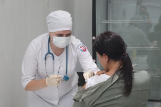 Фото: Екатерина Дымова / PRIMPRESS | Реакция на прививку от COVID-19: в правительстве Приморья сделали заявление