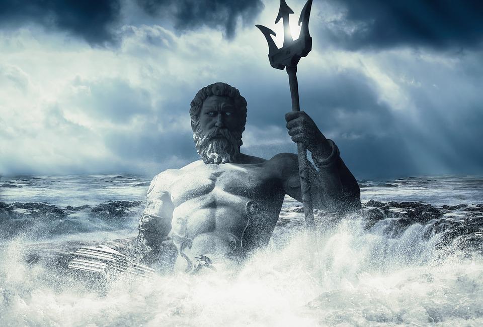 Митрополит Вениамин выступил против культа Нептуна во Владивостоке