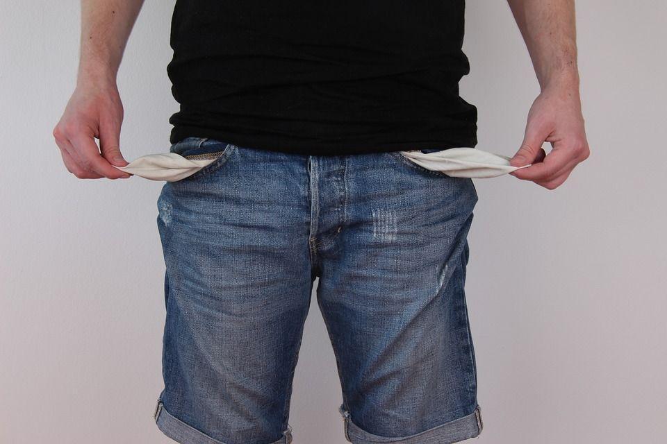Бедность и закредитованность россиян угрожают банковской системе и «душат» экономику