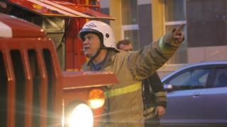 Фото: 25.mchs.gov.ru | «Пять пожарных машин, но ни одна не может подъехать к дому»: жители Владивостока заметили дым из окна