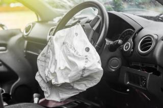 Фото: shutterstock.com   «Опять «приусист» отличился»: в Приморье таксист попал в жесткую аварию