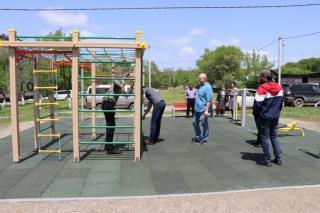 Фото: adm-ussuriisk.ru | Вселах УГО прошла приемка первых площадок по программе «Спортивный дворик»