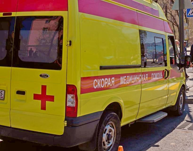 В Приморье подросток попал под колеса авто, перебегая дорогу в неположенном месте