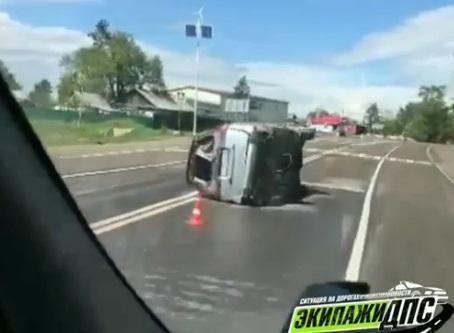 Не устоял: в Приморье произошло жесткое столкновение микроавтобуса и внедорожника
