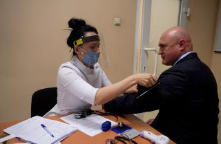 Фото: администрация Приморского края | Роспотребнадзор предупредил людей старше 65 лет насчет прививок от COVID-19