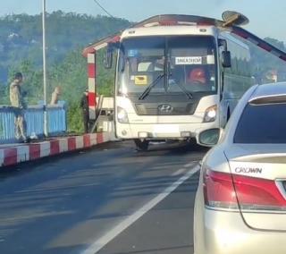 Фото: скриншот artem.news.plus   В правительстве Приморья прокомментировали ситуацию со сносом конструкции в районе АртемГРЭС