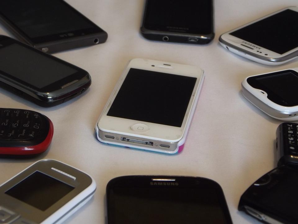 Провоз нескольких сотовых телефонов в колонию пресекли в Приморье