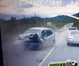 Фото: скрин из @dps_vl | «Все живы хоть?»:  серьезное ДТП произошло под Владивостоком