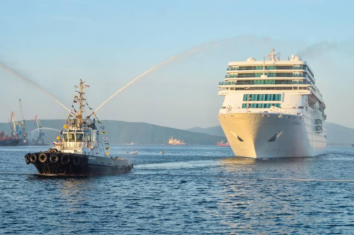 Лайнер Costa NeoRomantica впервые пришвартовался у морского вокзала Владивостока