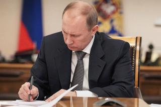 Фото: пресс-служба Кремля | Путин подписал закон, «отменяющий» пенсионную реформу