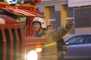 Фото: 25.mchs.gov.ru   Во Владивостоке из горящей гостинки спасли людей