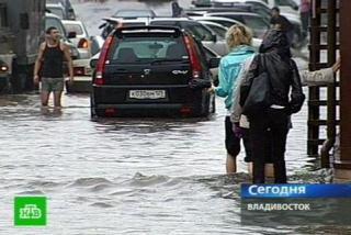 Фото: кадр телеканала НТВ   «Не выходите в этот час на улицу»: названо время максимального удара ливня по Владивостоку