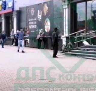 Фото: скрин из @dpscontrol125rus | В Приморье местные активисты сорили деньгами и наблюдали за реакцией граждан
