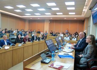 Молодые парламентарии Приморья обсудили острые и актуальные проблемы региона
