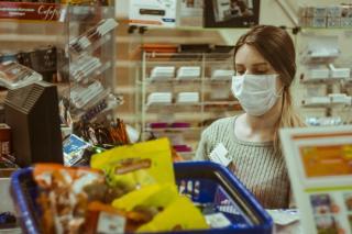 Фото: PRIMPRESS | Приморец устроил самосуд над мужчинами, не надевшими маску в супермаркете