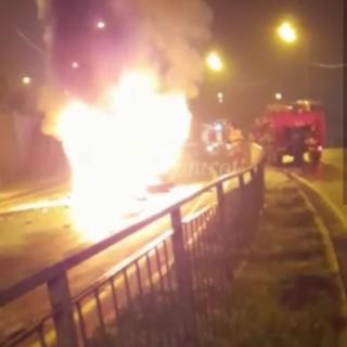 Фото: скрин из @dps.control | Во Владивостоке произошло жуткое ДТП, в результате которого сгорел водитель BMW