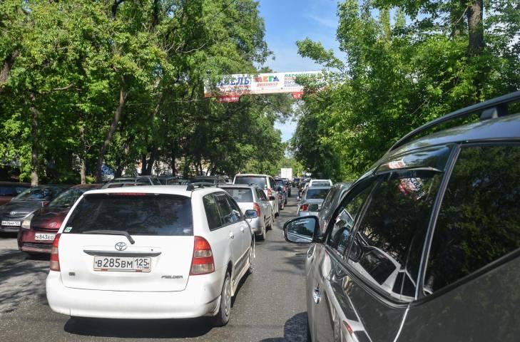 Порочный круг: новый светофор тормозит движение в центре Владивостока