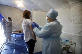 Фото: PRIMPRESS / Софья Федотова   Обязательная вакцинация неизбежна? Заболеваемость COVID-19 в Приморье возросла вдвое среди молодежи
