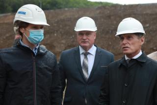 Фото: Иван Дякин/ Правительство ПК   Олег Кожемяко проверил проблемные долгострои во Владивостоке