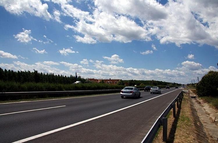 «Нам разбили лобовое»: об опасности на трассе предупредили водителей