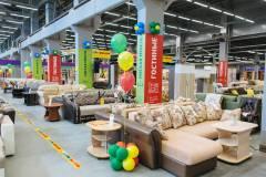 Во Владивостоке состоялось яркое открытие магазинов «Азбука мебели» и «Народные кухни»