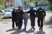 Находящемуся в розыске подсудимому не удалось скрыться от судебного пристава в Приморье
