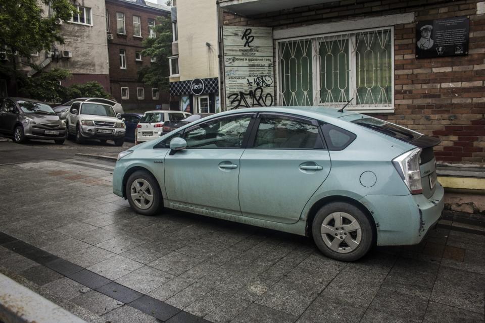 Тротуары Владивостока: не пройти, но проехать