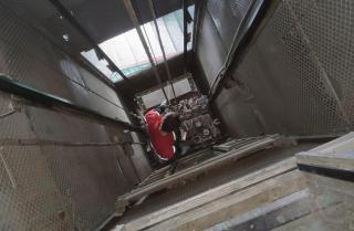 Фото: фонд капремонта Приморья | В Приморье к концу года в 111 домах появится почти 300 новых лифтов