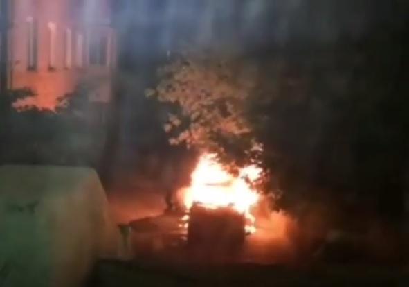 Во Владивостоке ночью сгорел автомобиль
