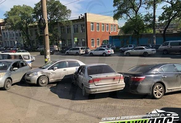 Пять автомобилей пострадали в ДТП во Владивостоке