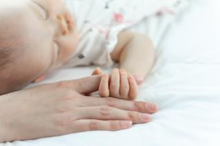Фото: freepik.com | Почти 84 миллиона рублей направлено на поддержку родителей первенцев в Приморье