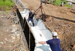 Фото: управления дорог и благоустройства ПК   Сети ливневой канализации обустраивают на острове Попова