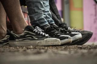 Фото: pexels   «Что за мода такая?»: владивостокцы озадачены поведением подростков
