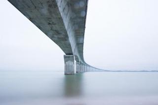 Фото: pixabay.com   Легендарный мост рухнул в Приморье из-за сильного урагана и смерча