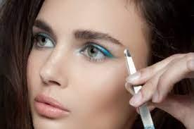 Фото: freepik.com | Как начать карьеру в искусстве макияжа. Как стать мастером-бровистом