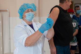 Фото: ВМТП   В Приморье за прививку от COVID-19 начнут поощрять подарками