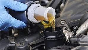 Фото: freepik.com | Автомобильное масло – как часто менять и где это лучше сделать