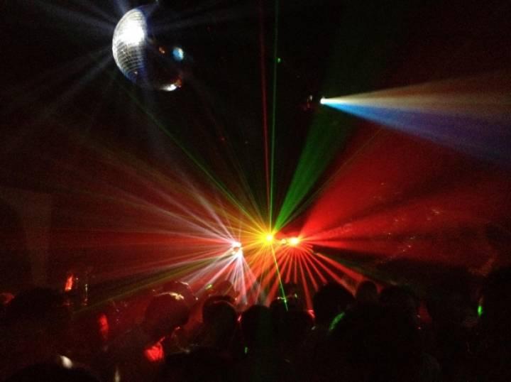 Сходить бесплатно: школа барменов, вечеринки в клубе и урок вокала