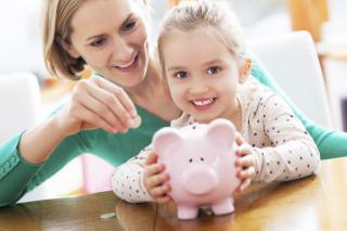 Фото: firestock | Пять способов сделать из вашего ребенка помешанного на деньгах человека