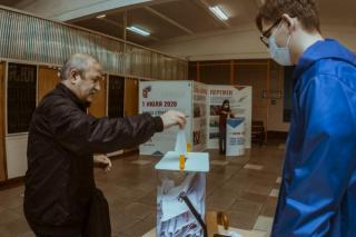 Фото: PRIMPRESS   Жители Владивостока активно голосуют по поправкам в Конституцию