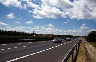 Фото: PRIMPRESS | Очевидцы сообщили, где на трассе псих с ножом угрожает водителям