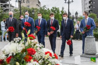 Фото: Анастасия Котлярова/vlc.ru   В День города во Владивостоке почтили память первооткрывателей