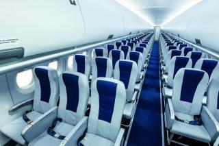 Фото: Wikipedia/SuperJet International | Вещи, которые нельзя брать с собой в самолет: многих это удивит