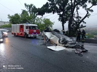 Фото: 25.мвд.рф   Mark X и столб: водителя устроившего серьезное ДТП привлекли к ответственности