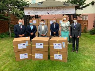 Фото: artemokrug.ru | Генеральное консульство Республики Корея передало медикам Артема партию масок