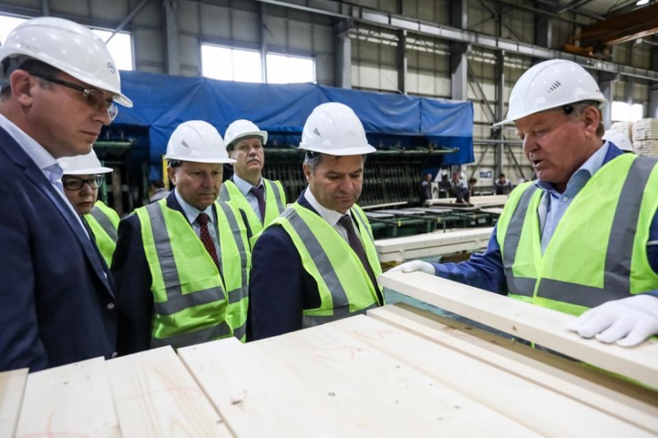 Андрей Тарасенко посетил крупнейшее лесопромышленное предприятие Приморья