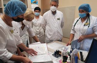 Фото: primorsky.ru   Министр здравоохранения Приморского края посетила медучреждения края