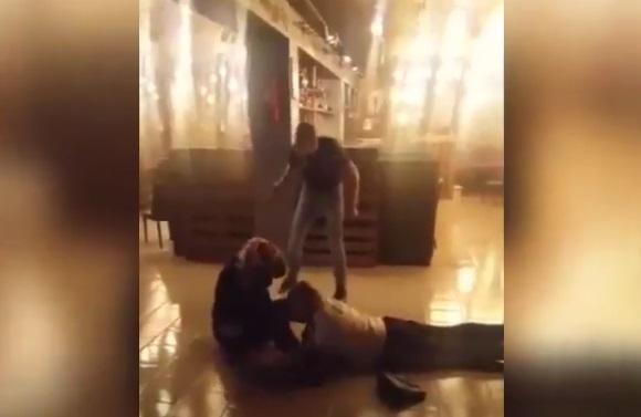 Дебошир избил девушку в одном из заведений в Приморье